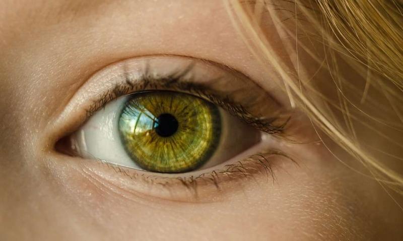 詹皇51分眼睛打充血过度运动会伤害眼睛吗