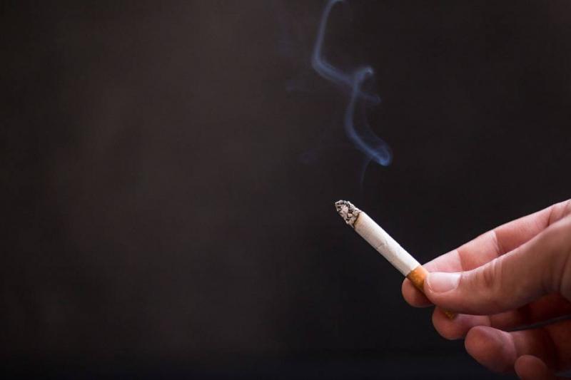 老外地铁吸烟被劝爆粗口吸二手烟的危害有哪些